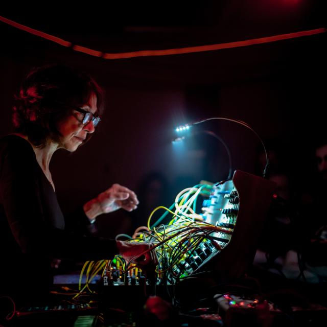 SUZANNE CIANI + IN C [Terry Riley] pour 11 oscillateurs et 53 formes